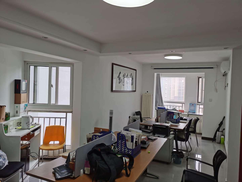 丁豪广场6号楼公寓,81平方南向,带小窗