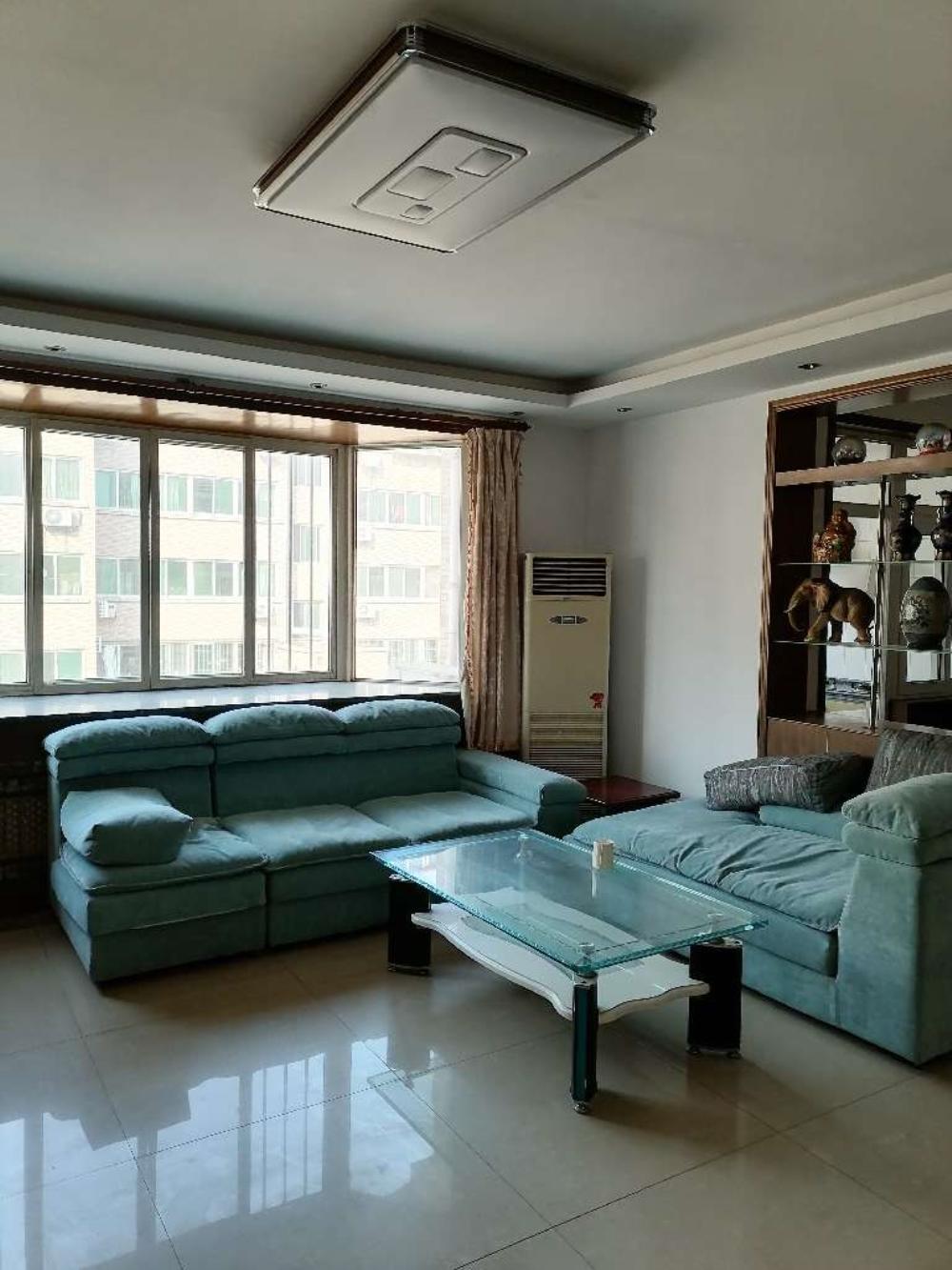 整租·黄金楼层,交通方便,位置极佳,超低租金。